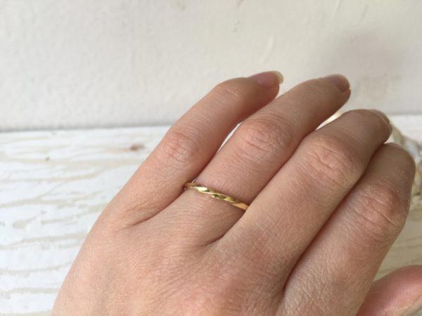 ring mit drehung kordel gold