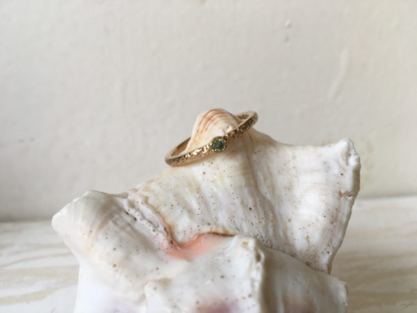 blaugrüner stein als verlobungsring gold