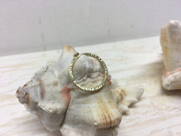 goldring mit kerben und stein verlobungsring