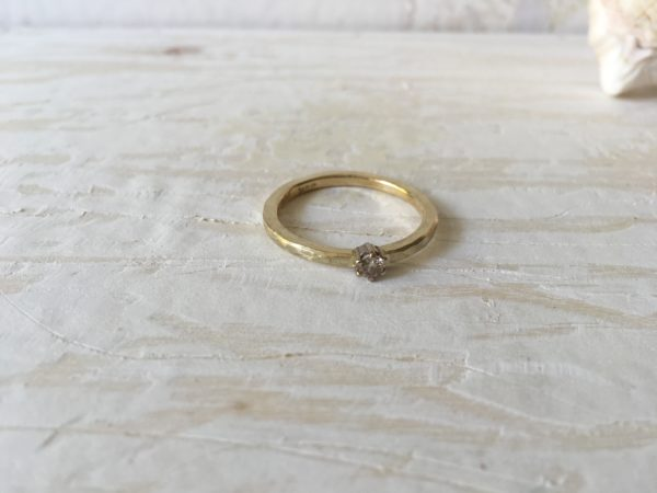 goldring verlobungsring mit brillant hammerschlag