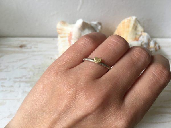 verlobungsring mit herz weissgold