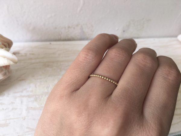 dünner feiner rosegold ring mit kugeln