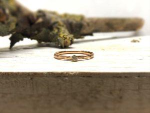 Verlobungsring aus Rotgold mit braunem Stein namens Egaia.