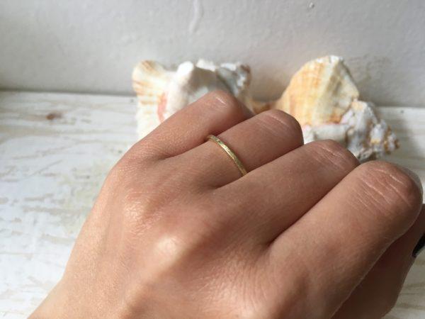 schmaler verlobungsring aus gold schlicht