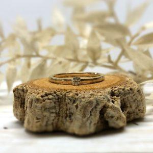 Klassischer Verlobungsring aus Gold mit Stein, Modell Jovana.