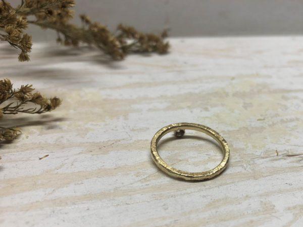 Verlobungsring mit Kerben und grober Struktur Beris