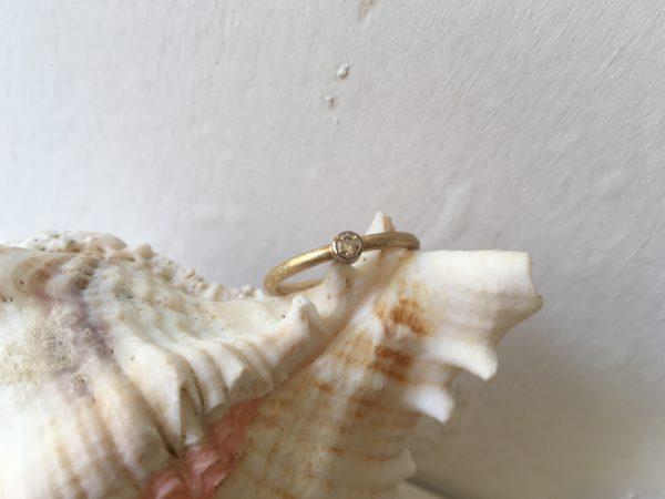 zweifarbiger damenring verlobungsring mit großem Stein