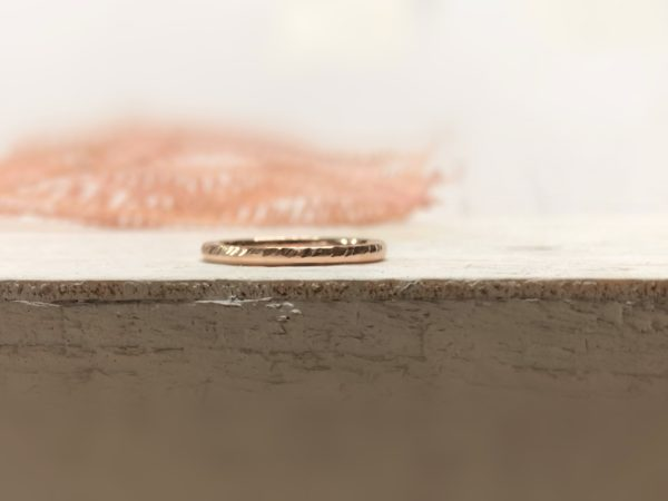 Verlobungsring mit diagonalen Kerben namens Picipa