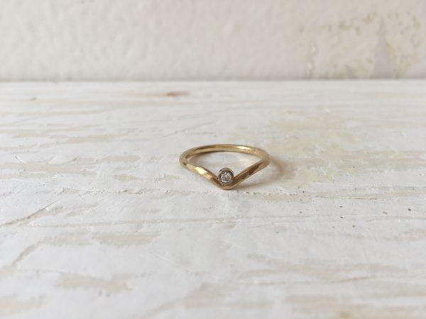 gebogener verlobungsring lilith