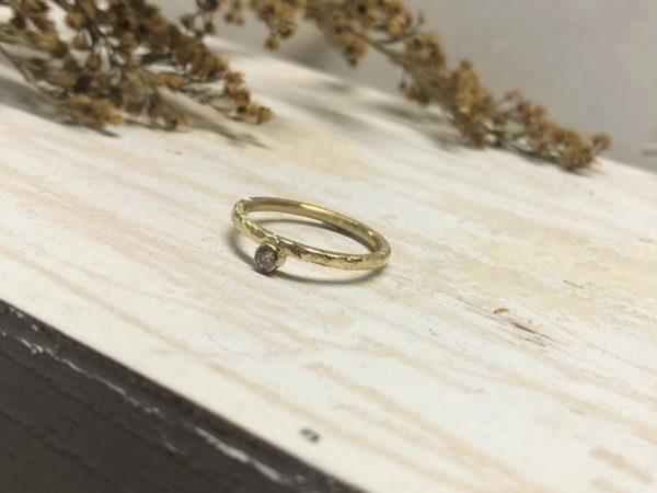Matter Verlobungsring mit Diamant in glatter Fassung Beris