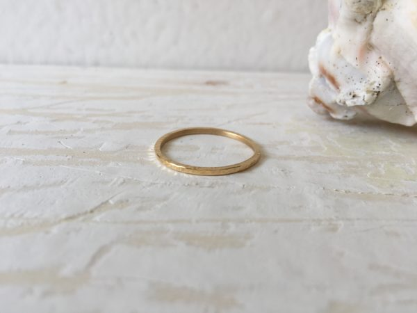 geschmiedeter natur pflanzen ring aus gold
