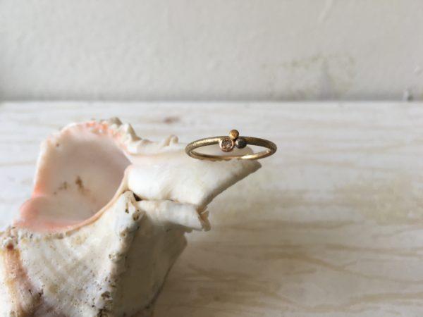 dünner verlobungsring mit stein dreifarbig